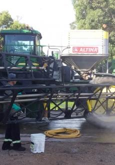 John Deere 4920 con equipo Altina
